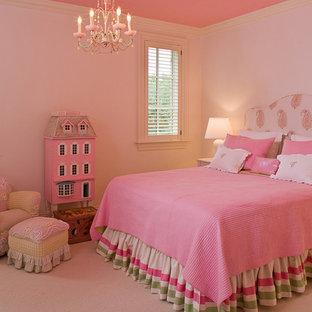 Idee per una camera da letto classica di medie dimensioni con moquette e pavimento rosa