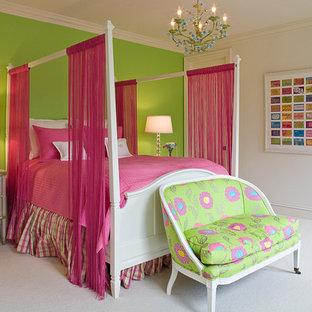 Imagen de dormitorio clásico renovado, de tamaño medio, con moqueta y suelo blanco