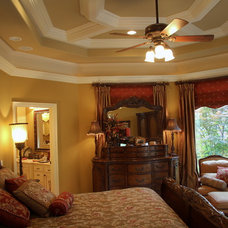 Traditional Bedroom by Homes of Distinction, Inc.