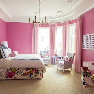 Inspiration för ett stort vintage sovrum, med rosa väggar, heltäckningsmatta och beiget golv
