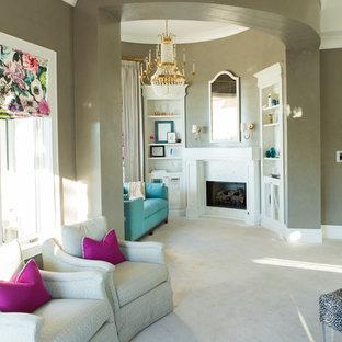 Foto de dormitorio principal, tradicional renovado, grande, con paredes marrones, moqueta, chimenea tradicional y suelo beige