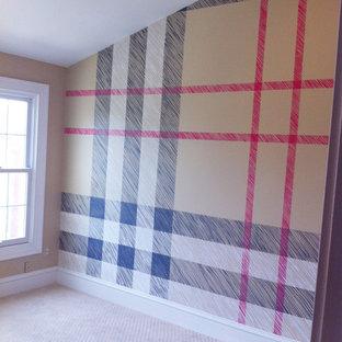 Idéer för ett mellanstort modernt gästrum, med flerfärgade väggar och heltäckningsmatta