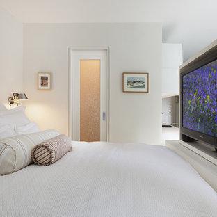 Bedroom - contemporary bedroom idea in New York