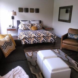 Modelo de dormitorio tipo loft, moderno, pequeño, con paredes blancas y suelo vinílico