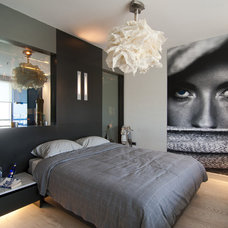 Modern Bedroom by Neslihan Pekcan/Pebbledesign