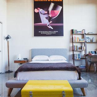 Foto di una camera da letto industriale con pareti bianche