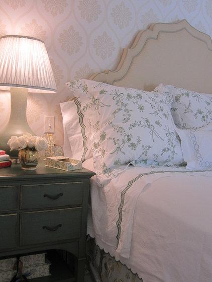 traditional bedroom by Su Casa Designs