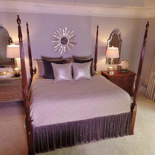 Imagen de dormitorio principal, clásico renovado, grande, con paredes grises, moqueta, chimenea tradicional y marco de chimenea de piedra