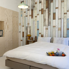 Contemporary Bedroom by Saus Design