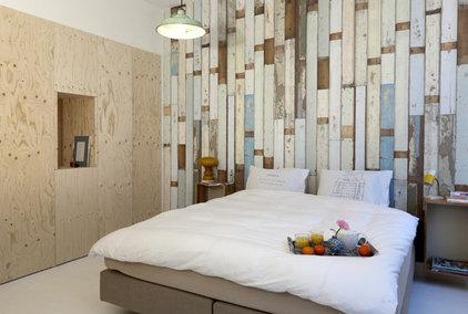 Contemporary Bedroom by Saus Design