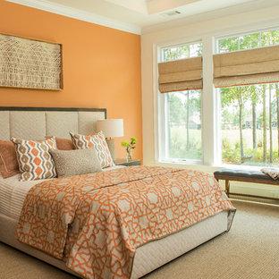 Foto di una camera da letto tradizionale di medie dimensioni con pareti arancioni, moquette e nessun camino