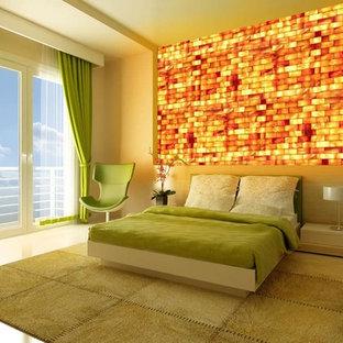 Пример оригинального дизайна: гостевая спальня среднего размера в современном стиле с бежевыми стенами, бетонным полом и бежевым полом