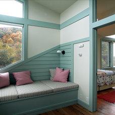Contemporary Bedroom by Leo J. Blackman Architects