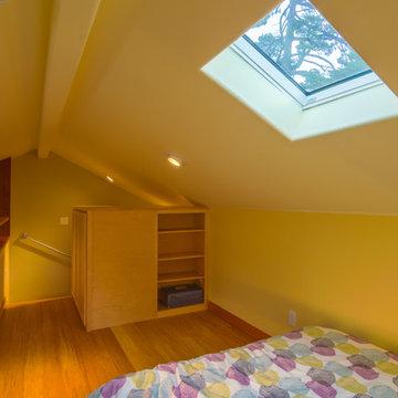Susan's Cottage: Studio with Upstairs Loft