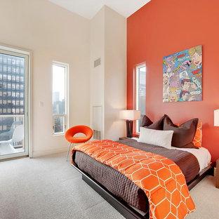 Esempio di una camera da letto contemporanea con pareti arancioni