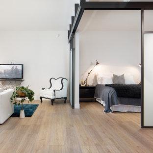 Imagen de dormitorio contemporáneo, de tamaño medio, con suelo vinílico y suelo amarillo