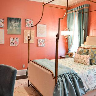 Idee per una grande camera degli ospiti chic con pareti rosa, parquet scuro e nessun camino