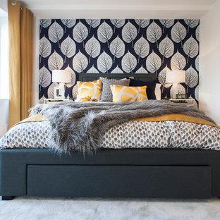ドーセットのコンテンポラリースタイルのおしゃれな寝室 (白い壁、カーペット敷き)
