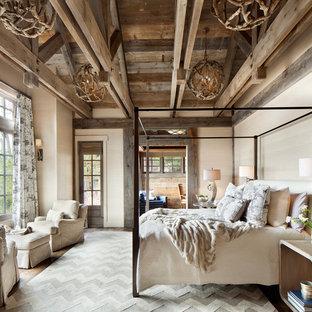 Großes Rustikales Hauptschlafzimmer in Sonstige