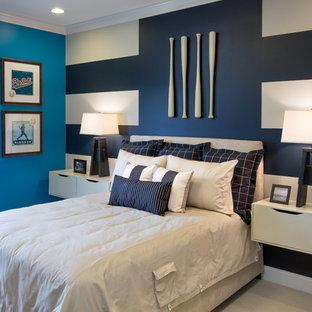Klassisk inredning av ett sovrum, med flerfärgade väggar