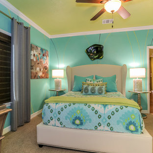 Bedroom - mid-sized eclectic guest carpeted bedroom idea in Houston with multicolored walls