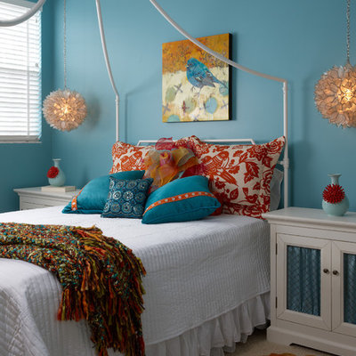 Bedroom - mid-sized contemporary carpeted bedroom idea in Miami with blue walls
