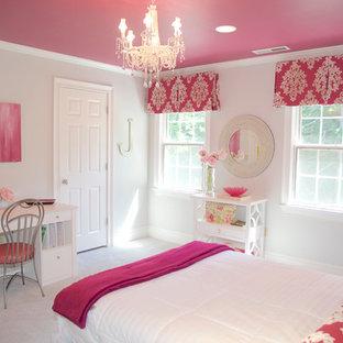 Inspiration för ett vintage sovrum, med grå väggar och heltäckningsmatta
