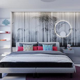 他の地域の中くらいのコンテンポラリースタイルのおしゃれな客用寝室 (グレーの壁、磁器タイルの床、白い床、壁紙) のレイアウト