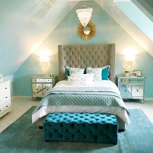 Inspiration pour une grand chambre design avec un mur bleu et un sol gris.