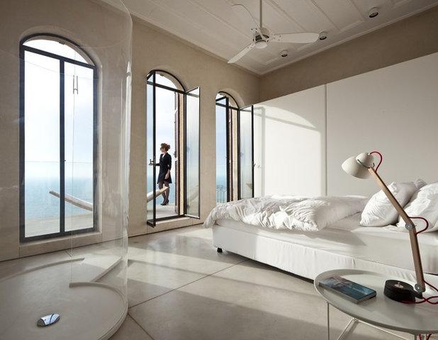 Modern Bedroom by Pitsou Kedem Architect