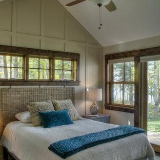 Foto de dormitorio principal, escandinavo, de tamaño medio, con paredes multicolor y moqueta