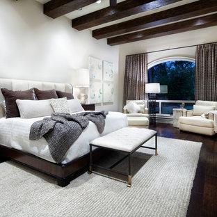 Foto de dormitorio contemporáneo con paredes blancas, suelo de madera oscura y suelo marrón