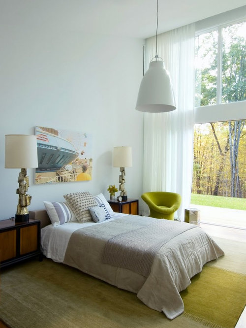 Exceptionnel Example Of An Eclectic Bedroom Design In New York With White Walls
