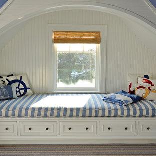 Imagen de dormitorio tipo loft, marinero, de tamaño medio, con paredes azules, moqueta, chimenea de esquina, marco de chimenea de piedra y suelo multicolor