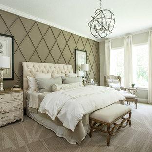 Foto de dormitorio principal, tradicional renovado, de tamaño medio, sin chimenea, con paredes beige, moqueta y suelo beige