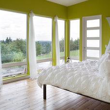 Contemporary Bedroom by Alan Mascord Design Associates Inc