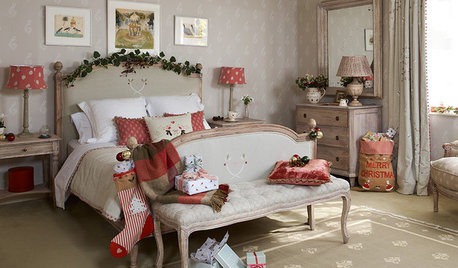 19 Classic Red Christmas Decorating Schemes