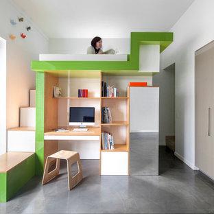 Стильный дизайн: спальня среднего размера на антресоли в современном стиле с белыми стенами, бетонным полом и серым полом без камина - последний тренд