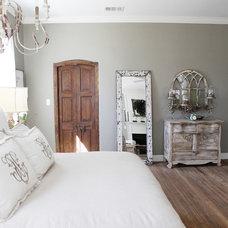 Farmhouse Bedroom by Magnolia Homes