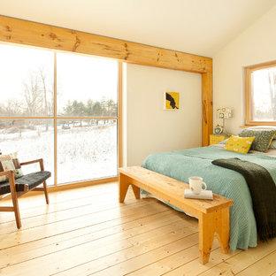 Exempel på ett modernt sovrum, med vita väggar och gult golv