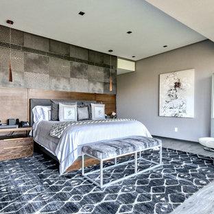 Foto de dormitorio principal con paredes grises, suelo de linóleo y suelo gris