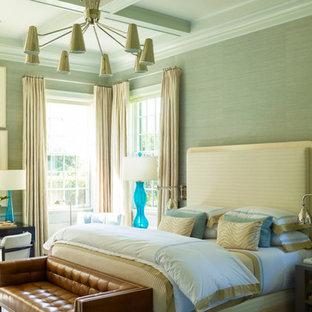Imagen de dormitorio principal, costero, grande, sin chimenea, con paredes grises, moqueta y suelo multicolor