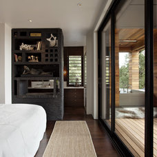 Contemporary Bedroom by SB Architects