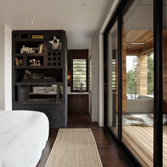 modern bedroom by SB Architects