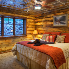 Rustic Bedroom by Tomahawk Log & Country Homes Inc.