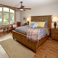 Rustic Bedroom by Perry Signature Homes Inc.
