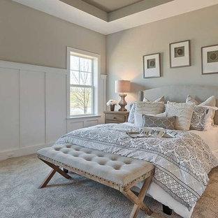 Diseño de dormitorio principal, rural, grande, sin chimenea, con paredes grises, moqueta y suelo blanco