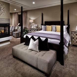Ispirazione per una camera da letto minimal con camino ad angolo