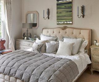 ' ' from the web at 'https://st.hzcdn.com/fimgs/ecc1001c07fe6dc6_5419-w320-h265-b0-p0--shabby-chic-style-bedroom.jpg'