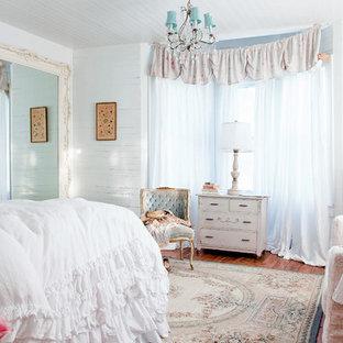 Idee per una camera da letto stile shabby con pareti bianche